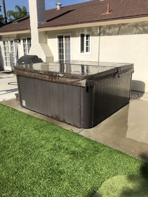 Cal Spa Hot Tub for Sale in Redlands, CA