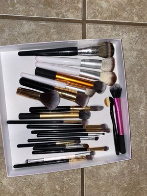 Assorted Makeup Brushes 19 pieces for Sale in Alvarado, TX