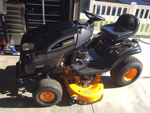 Poulan pro lawn tractor with 2.5 hours running time for Sale in Chino, CA