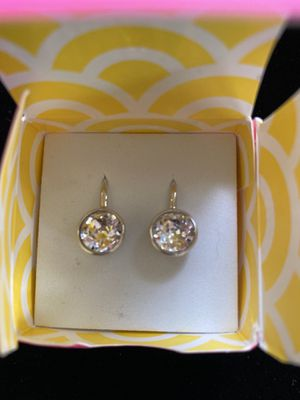Silver plated crystal diamond drop earrings NEW for Sale in Staten Island, NY