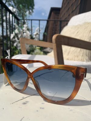 NEW! AUTHENTIC Tom Ford Woman's Sunglasses! Made in Italy 🇮🇹 medium size! for Sale in Des Plaines, IL