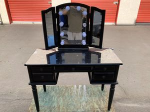 MIRRORED VANITY WITH LIGHTS for Sale in Highland, CA