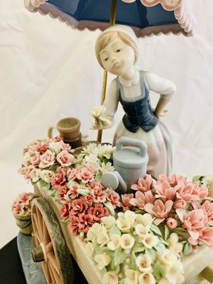 Lladro Figurine Porcelain Flowers of The Season with Base for Sale in Hollywood, FL