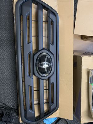 2018 Toyota Tacoma SR5 Grille with Trim for Sale in Kent, WA
