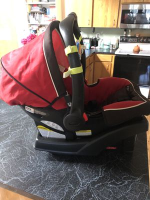 Graco SnugRide Click Connect 35 Infant Baby Safety Car Seat with Base Red for Sale in Vancouver, WA