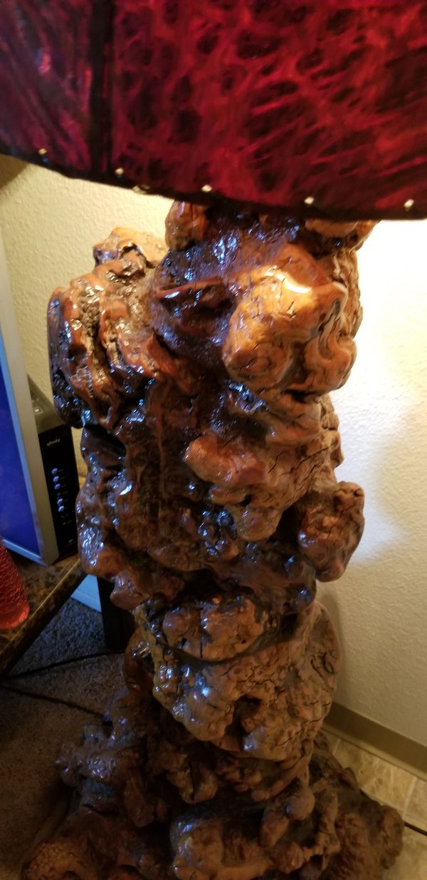 It's a California redwood burl lamp the lampshade is made out of bark even