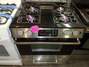 GE slide-In gas stove stainless Steel working perfectly four months warranty for Sale in Baltimore, MD
