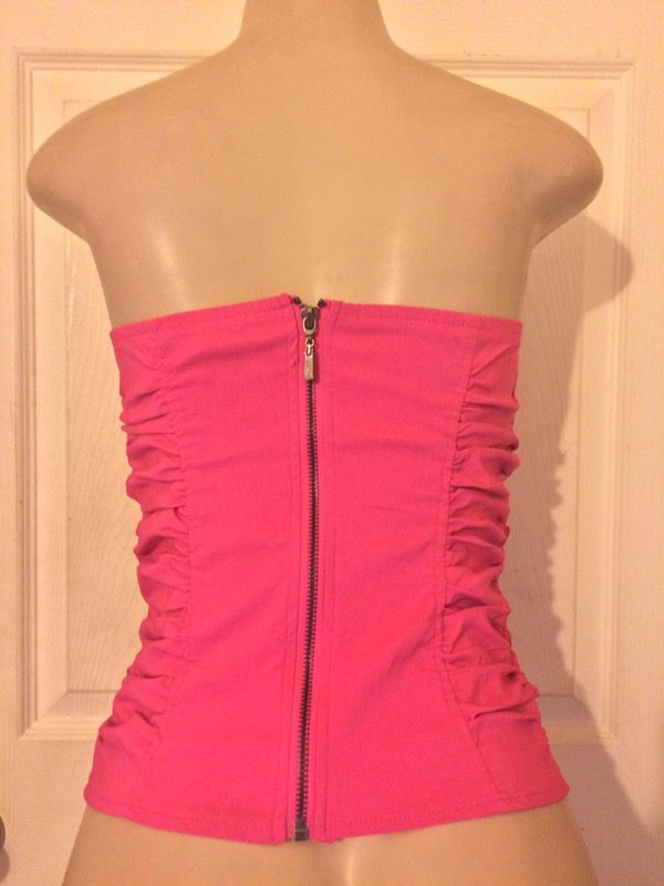*NEW Ruffled Pink Strapless Blouse •L