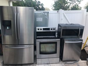 STAINLESS STEEL KITCHEN SET BY SAMSUNG for Sale in Tampa, FL