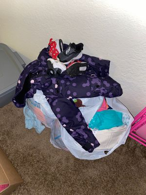 Free kids clothes for Sale in Redmond, WA