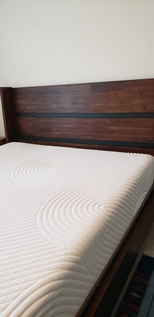 Platform Queen Bed with mattress for Sale in Austin, TX