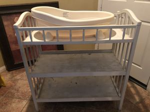 FREE baby tub and changing table for Sale in Canyon Lake, CA
