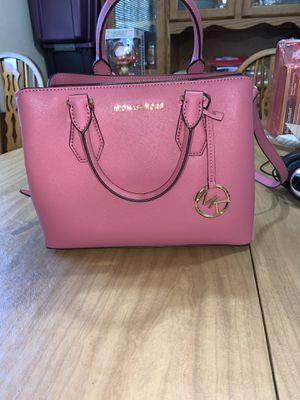Used one time (3hours) Michael Kors pink handbag for Sale in St. Louis, MO