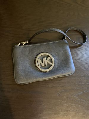 Michael Kors wristlet for Sale in Chelsea, MA