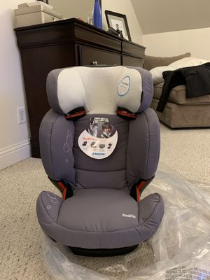 Maxi-Cosi RodiFix Booster Car Seat BRAND NEW for Sale in Seattle, WA