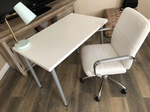 Desk Set for sale!! Includes Chair, Lamp, & Desk Top! for Sale in Norwalk, CA