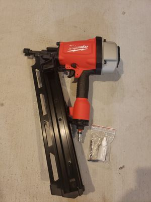 D862) MILWAUKEE 3-1/2 ROUND HEAD FRAMING NAILER for Sale in Riverside, CA