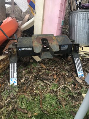 Smoker and 5th wheel hitch for Sale in Raymond, WA