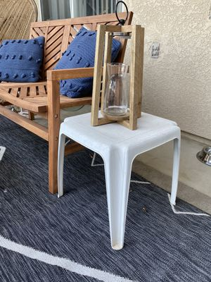 White Side Table for Sale in Clovis, CA