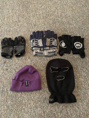 Snowboard Gloves / Ski Mask / Beanie for Sale in Kennewick, WA