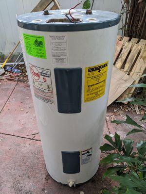 Rheem 40 gallon water heater for Sale in St. Petersburg, FL