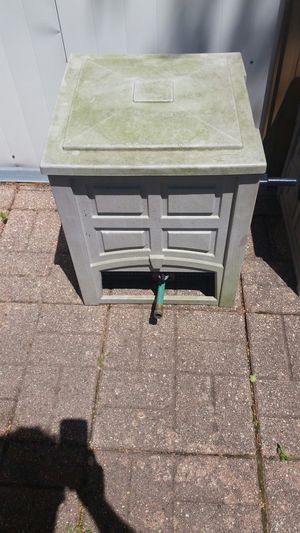 Hose and Suncast Storage Box for Sale in Bellwood, IL