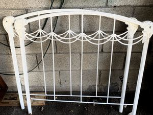 White Wrought Iron Daybed for Sale in Nashville, TN