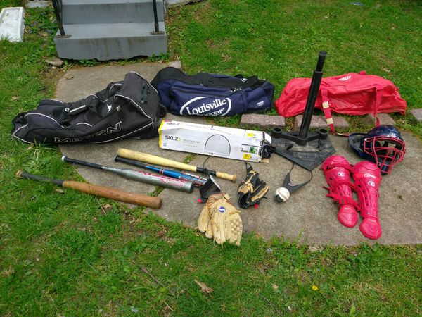 BASEBALL EQUIPMENT. READ DETAILS