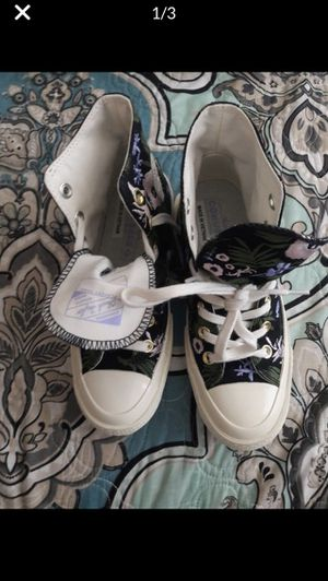 Converse Size 5.5 Women's for Sale in Pflugerville, TX