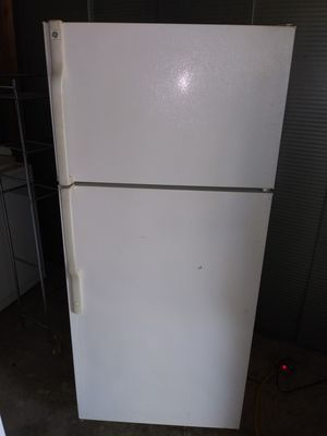 "Ge Apartment Size Refrigerator 28"" w by 64"" h (is on and cold right now(can deliver for free for Sale in Claremont, CA"