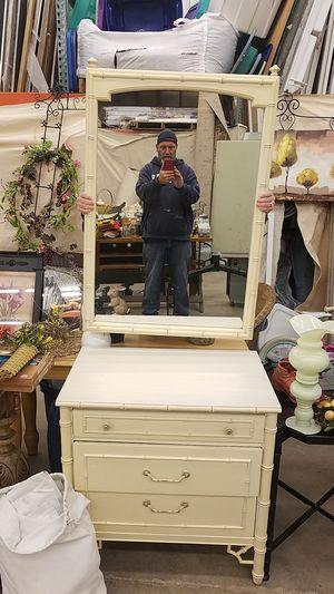Dresser mirror for Sale in Peoria, IL