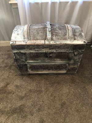 Vintage trunk for Sale in Rincon, GA