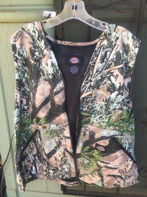 Dick's XXL camo vest with built in backpack for Sale in Heber-Overgaard, AZ