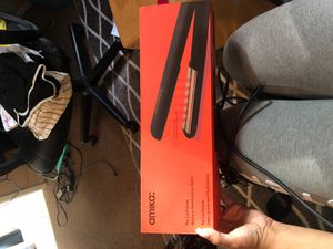 Hair Straightener for Sale in Running Springs, CA