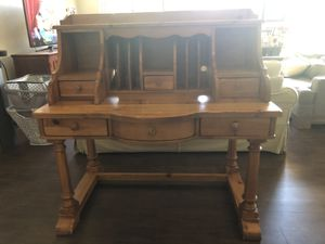 Yorkshire Market Hutch Desk by Broyhill for Sale in Las Vegas, NV