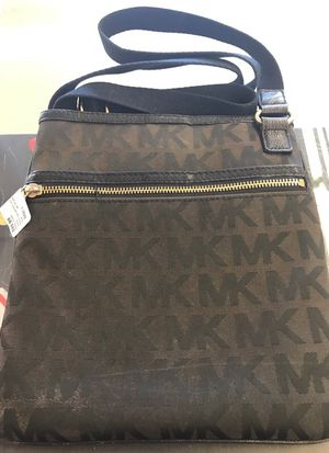 Michael Kors cross body purse for Sale in Phoenix, AZ