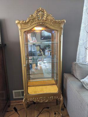 Antique curio cabinet for Sale in Des Plaines, IL