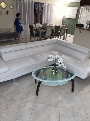 White sectional couch for Sale in Fort Lauderdale, FL