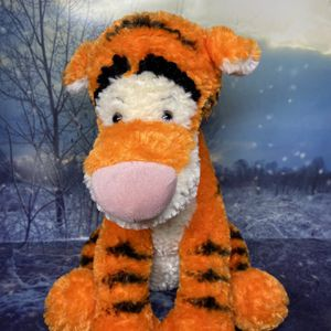"Disney parks Tigger Plush – Winnie the Pooh approximately 14"" for Sale in Long Beach, CA"