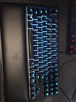 Razer blackwidow tournement edition with the Yellow Linear switch for Sale in Bothell, WA