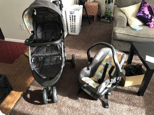 Car Seat and stroller set for Sale in Indianapolis, IN