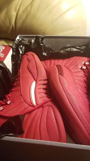 Jordan 12 gym red size 9 for Sale in Brooklyn, OH