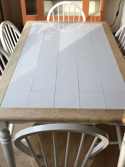 Tile Kitchen Tackle With 6 Chairs for Sale in Snoqualmie,  WA
