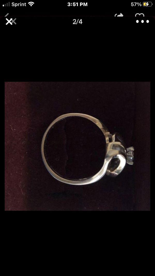 Pretty Diamond Ring 14kt YGD 1 ct