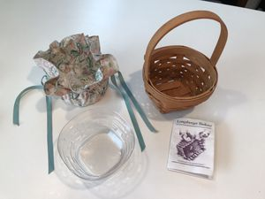 Longaberger 1993 May Series Lily of the Valley Basket with Plastic and Cloth Liners. for Sale in Hillsboro, OR