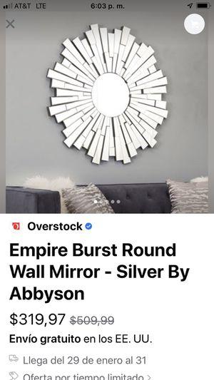 Empire Burst Round wall Mirror (silver ) un pequeñito corte no más , en muy buen estado for Sale in Baldwin Park, CA
