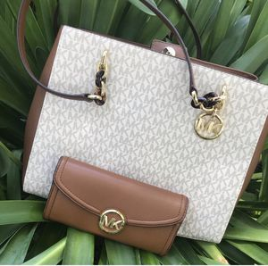 Authentic Michael Kors purse and wallet for Sale in Livermore, CA