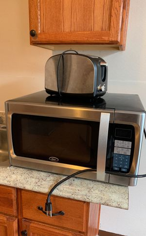 Large Microwave and toaster for Sale in Cleveland, OH