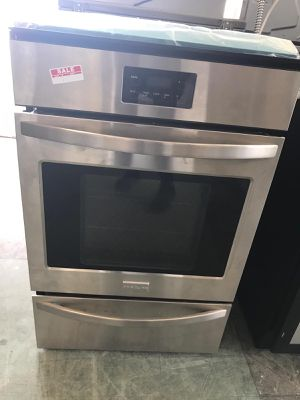 "24"" NEW FRIGIDAIRE SINGLE WALL OVEN GAS STAINLESS STEEL WITH WARRANTY for Sale in Woodbridge, VA"