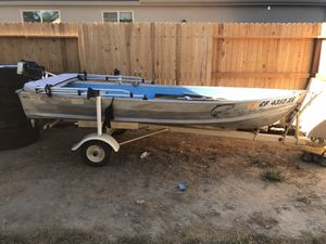 12 foot boat and motor for Sale in Lemoore, CA